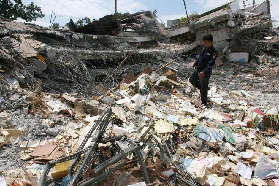 Sumatra earthquake from pics(http://www.abc.net.au/news/2007-09-14/sumatra-earthquake/292416)
